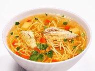 Бистра пилешка супа с месо от филе с фиде